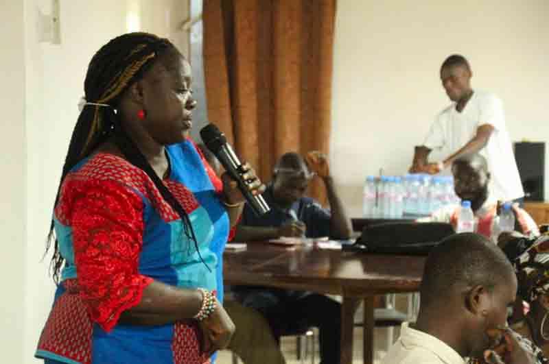 Donna parla a un evento nel progetto Disabilità e Start-up