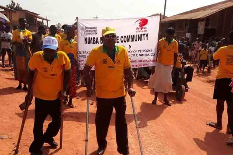 Persone riunite per strada nel progetto Disabilità e Start-up