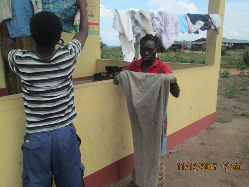 Ragazzi stendono nel progetto Beneesere