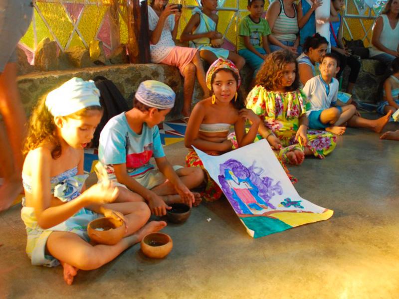 Bambini riuniti nel progetto Goias Velho