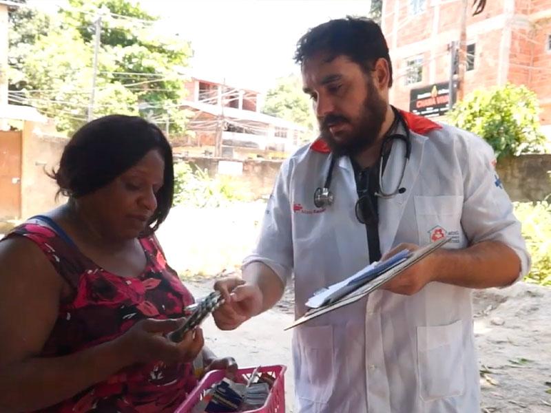 Medico RERSUS visita una donna