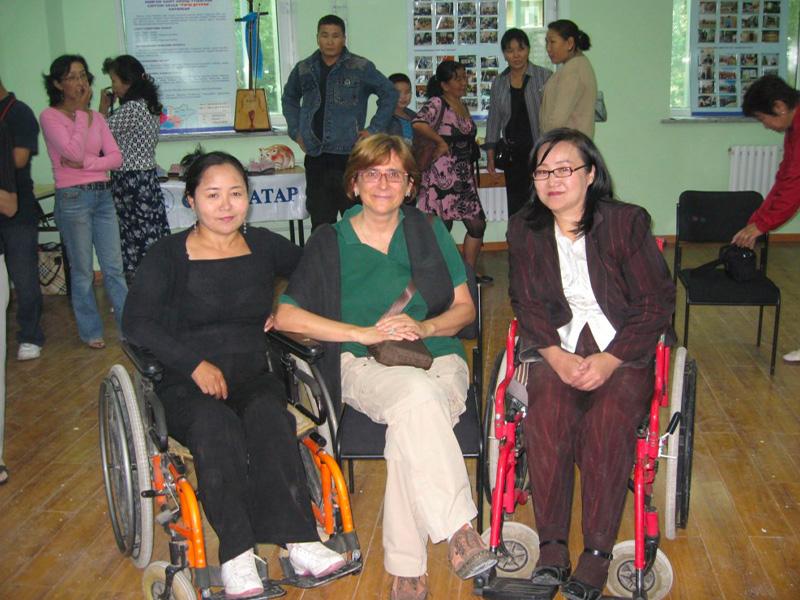 3 donne su carrozzina