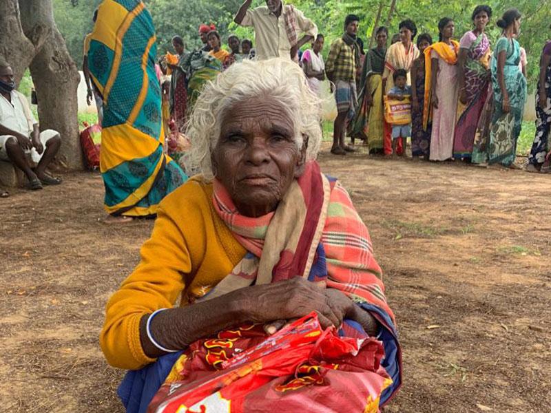Anziana in India durante l'emergenza da Covid